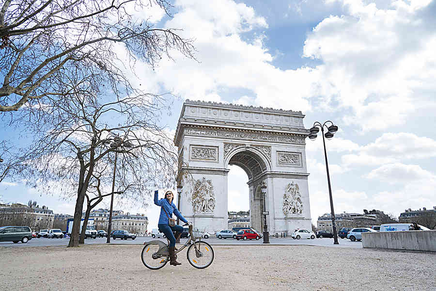 Arc de Triomphe Paris with Kids
