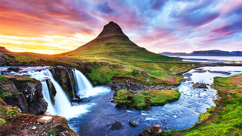 There are so many incredible things to do in Iceland. Add these to your Iceland Bucket List!